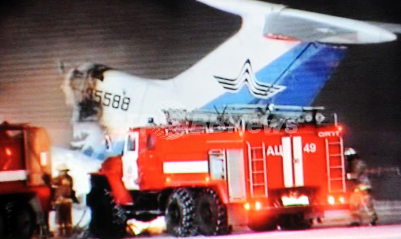 ロシアで滑走路走行中の旅客機が...