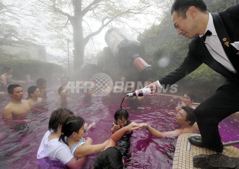 箱根で2009年「ボジョレー・ヌーボー風呂」開始