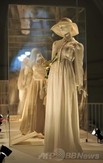 ロンドンのV&Aでウェディグドレス展、3日から