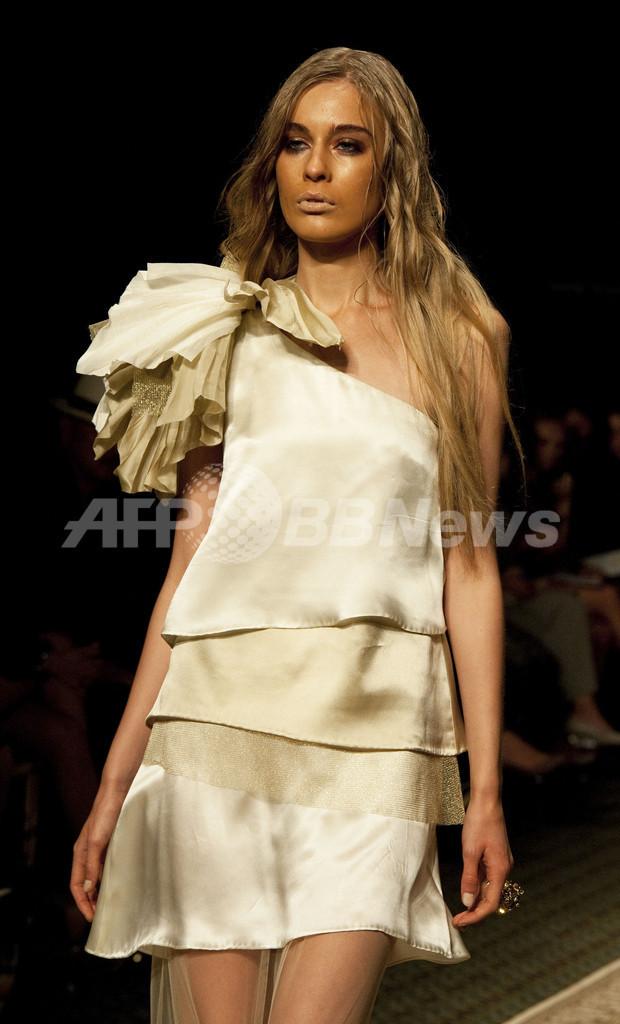 ウズベキスタン大統領の娘がNYでファッションショー、論争に