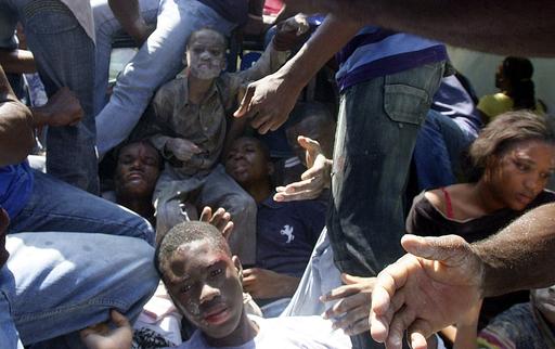 ハイチで学校校舎が倒壊、児童・生徒ら80人以上が死亡 まだ多数が下敷き