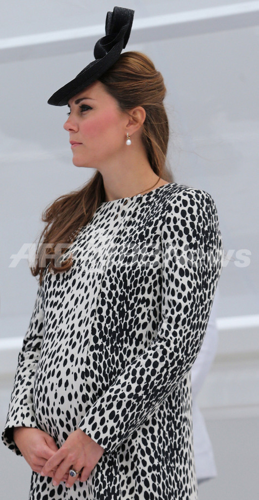 キャサリン妃が進水式出席、出産前最後の単独公務 英国