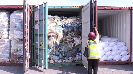 動画:マレーシア、輸入プラごみ数百トンを返送へ