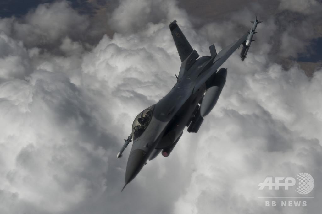 米空軍のF16戦闘機、訓練飛行中に墜落 操縦士死亡