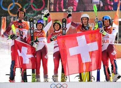 メダリスト擁するスイスがアルペン混合団体の初代タイトル獲得、平昌五輪