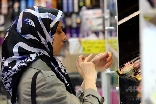 イラン女性に許された唯一の自己表現、それは「メイク」