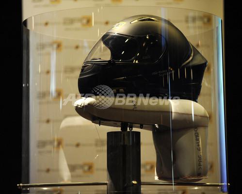 エアバッグ内蔵バイク用ヘルメット、世界初公開