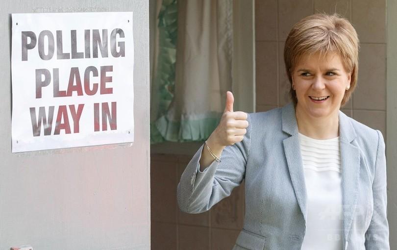 英国がEU離脱へ、スコットランド首相は独立を示唆