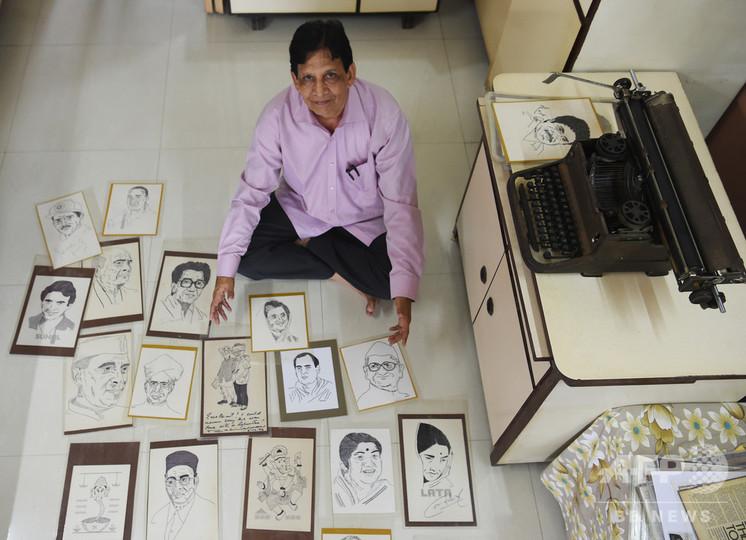 タイプライターで絵を描く、元銀行員のインド人アーティスト