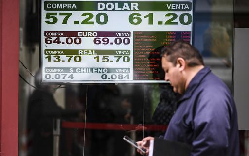 アルゼンチン、ペソ急落受け外貨両替規制導入