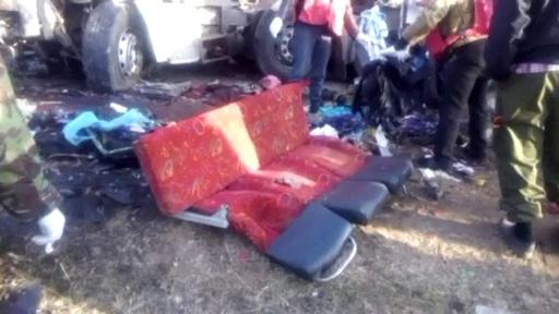 動画:大型トラックとバスが正面衝突、47人死傷 ケニア