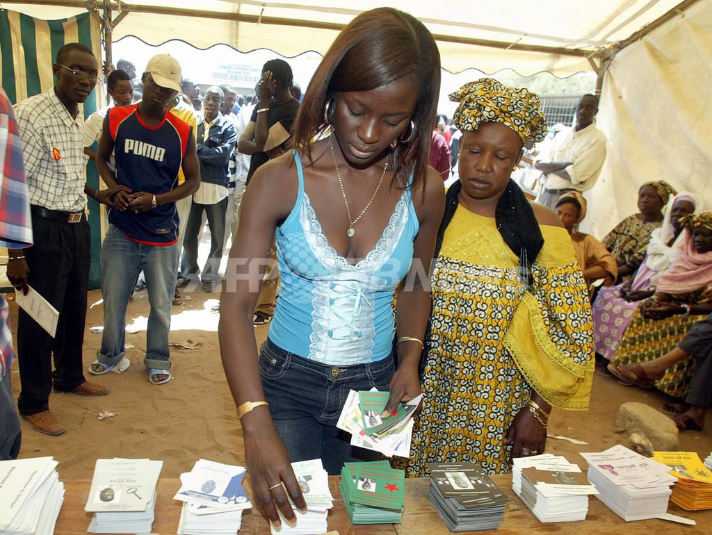 大統領選挙、現職ワッド氏が「勝利宣言」 - セネガル