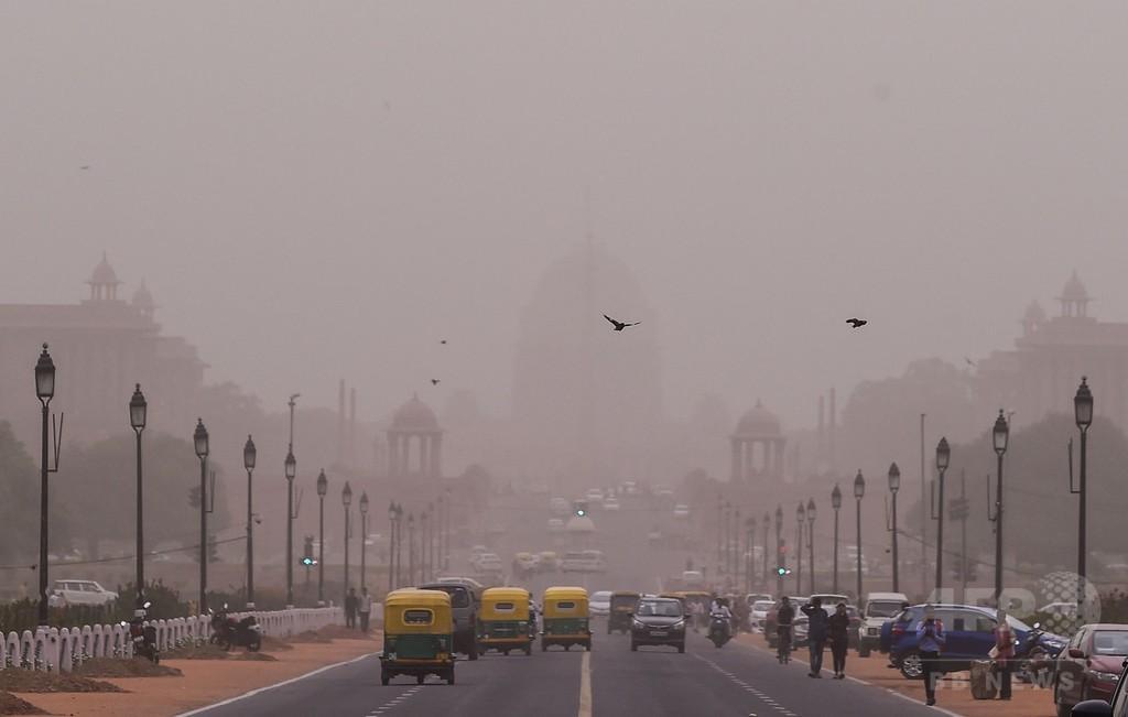 インド首都、夏季にはまれな大気汚染 安全基準20倍のスモッグ