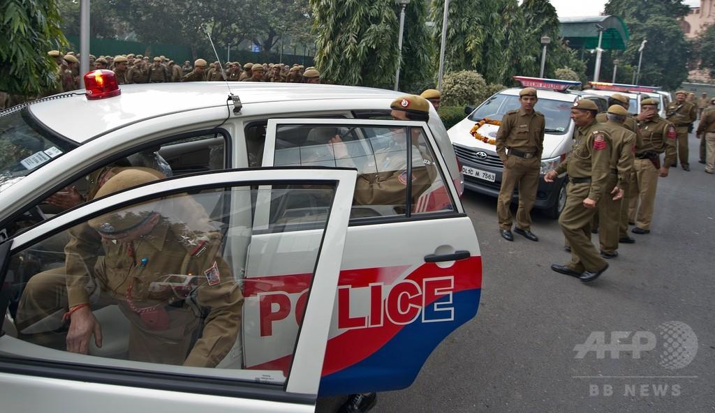 インド軍元将校が鉄棒で無差別襲撃、6人死亡 精神錯乱状態か