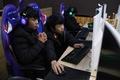 「くそっ、死んだ!」  学校でゲーム eスポーツ急成長の中国
