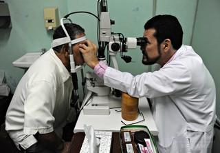 糖尿病性網膜症の診断にAI機器 米当局が承認