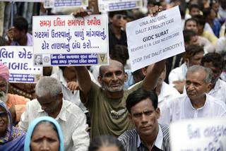 インドの教員、カースト下層の男性を「斬首」 警察当局