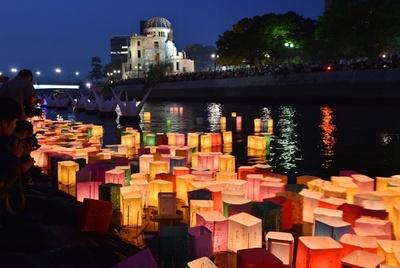広島で平和祈る灯籠流し、原爆投下から70年