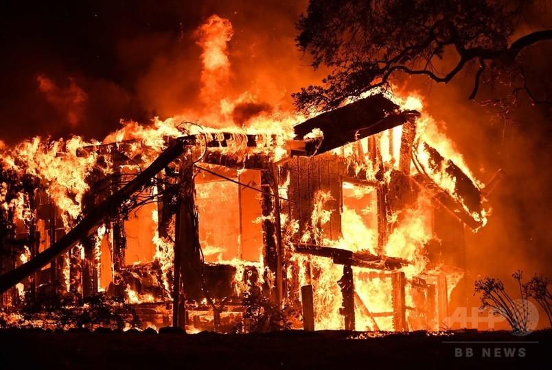 米加州で山火事、3郡に非常事態宣言 避難2万人超 死者10人に