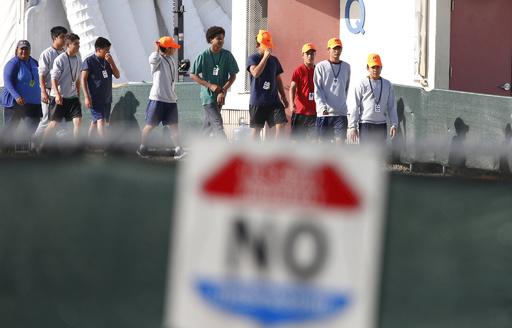 米トランプ政権の移民親子引き離し、中止命令後も900人以上 人権団体