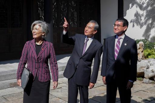 北京で日中韓外相会談