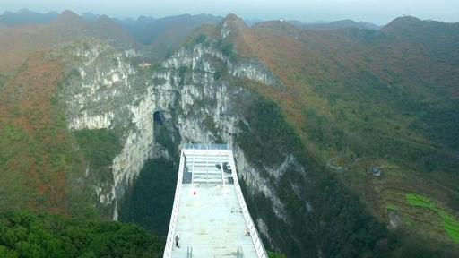 雲の海に浮かぶ展望台「雲海天舟」 絶景を堪能 中国・広西