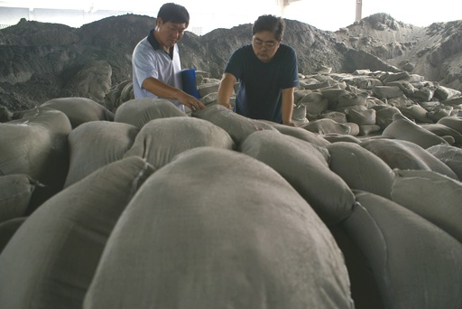 つかむと砕ける! 寄宿舎建設に25トンの粗悪コンクリ 河南省