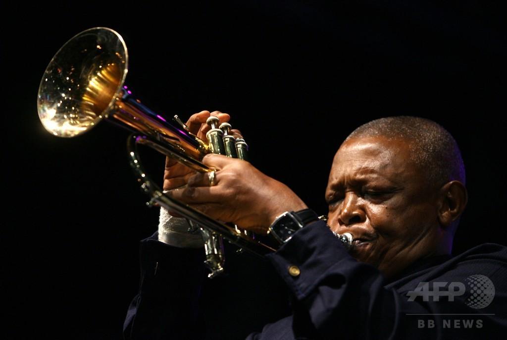南アが誇るトランペット奏者、ヒュー・マセケラさん死去 78歳