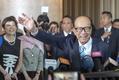 香港の富豪・90歳の李嘉誠氏が引退 長男の沢鉅氏にバトンタッチ