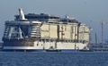 建造中の世界最大の客船、フランスで進水