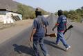 メキシコ西部の町を自警団400人が乗っ取る