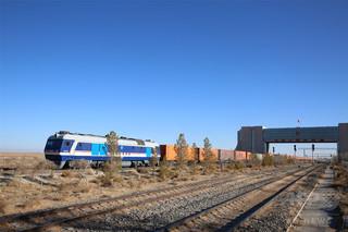 中国・モンゴル国最大の交通の要衝エレンホト アジア・欧州の9か国・地域を網羅
