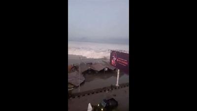 動画:インドネシア・スラウェシ島を襲った津波、M7.5の地震で