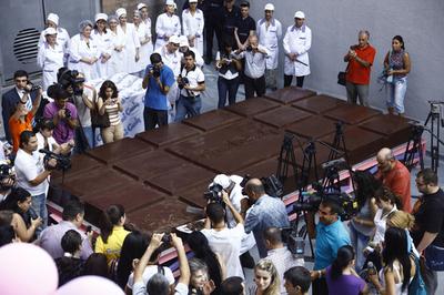 世界一大きなチョコレート、重さは4.5トン アルメニア