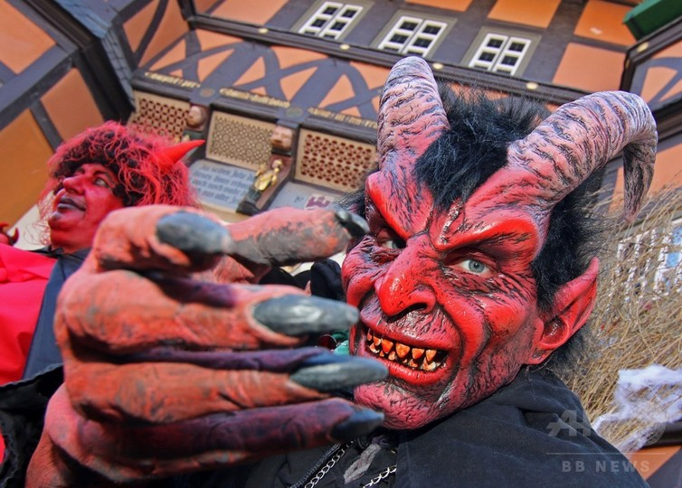 「ワルプルギスの夜」が来た! 魔女や悪魔に変装し楽しむ人々 ドイツ