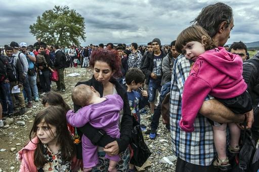 クロアチア経由の移民急増、メルケル独首相の支持率は急降下