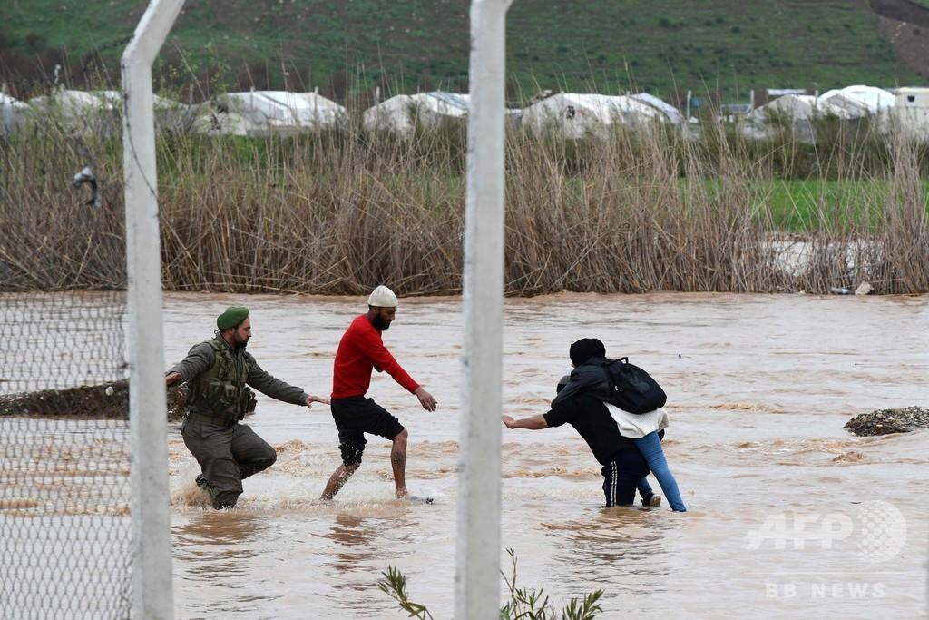 シリア北西部の避難民キャンプで洪水、4万人以上が被災