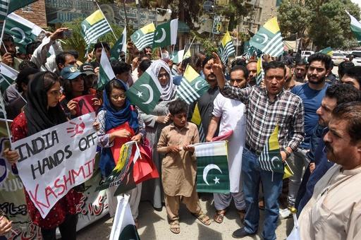 パキスタン首相、傍観する国際社会は「ヒトラーに譲歩した世界」 カシミール問題