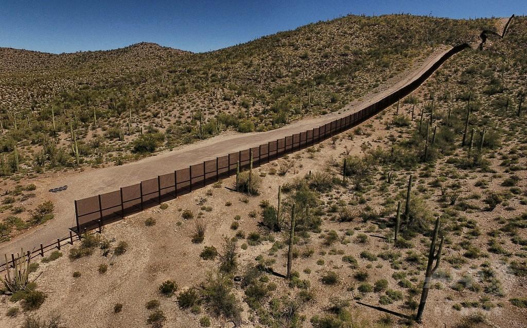 米テキサス・アリゾナの2州、メキシコ国境に州兵派遣 写真1枚 国際 ...
