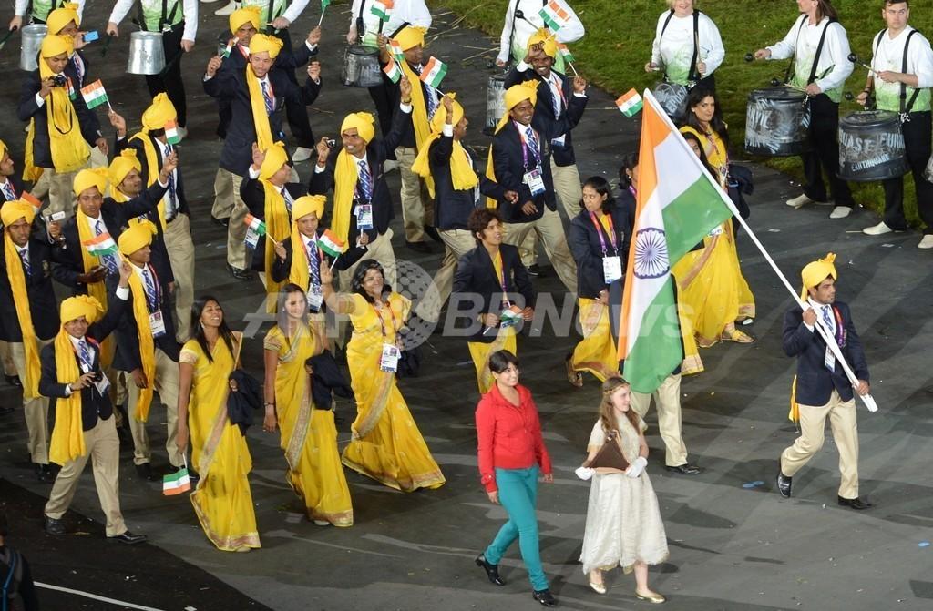 ロンドン五輪開会式に謎の女性、インド選手団と行進