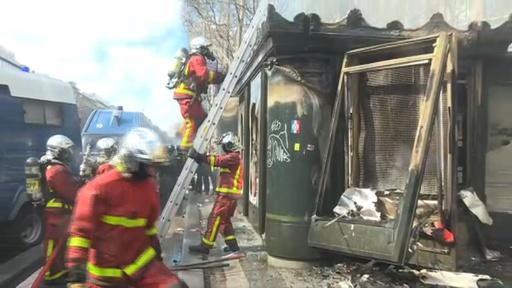 動画:仏「黄ベスト」運動18週目、抗議活動で火災が発生