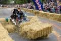 クラッシュ続出!英ロンドンで恒例のソープボックス・レース