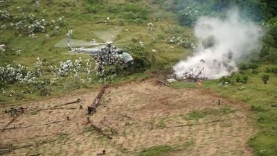 動画:南米ペルーの軍と警察、麻薬製造所を破壊 現地の映像