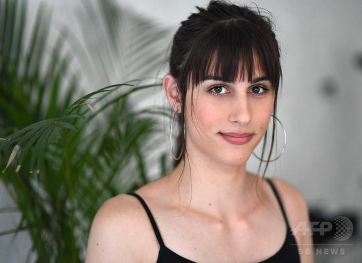 トランスジェンダーへの偏見と闘う、若きモデルの夢と苦悩