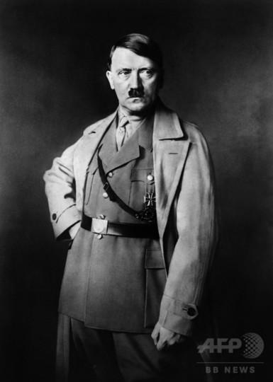 ヒトラーをたたえた伝記は本人が自作か、英歴史家が指摘