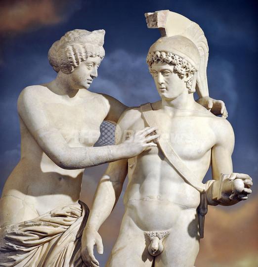 ベルルスコーニ首相、巨額投じて石像の「ペニス」修復