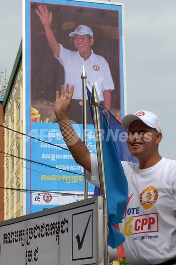 「フン・セン王朝」への布石か、父の軌跡たどるカンボジア首相の息子