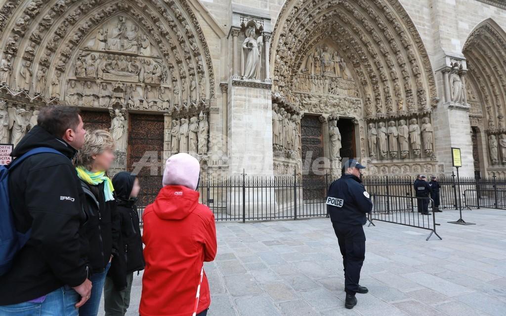パリ・ノートルダム大聖堂で作家が拳銃自殺、直前に同性婚合法化法を猛烈批判