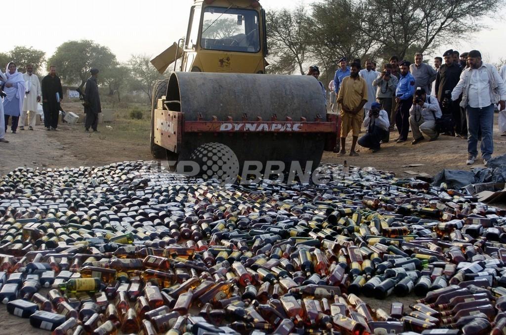 リビア、密造酒飲んで数百人が中毒に 50人以上死亡