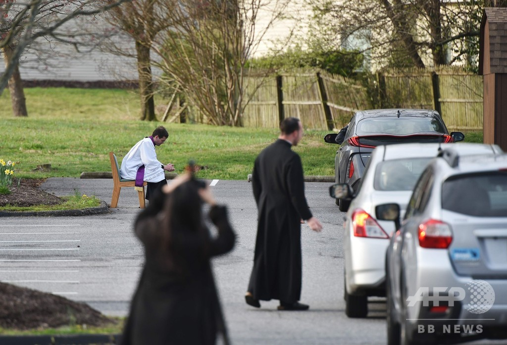 ドライブスルーでざんげ、新型コロナの教会閉鎖で 米国